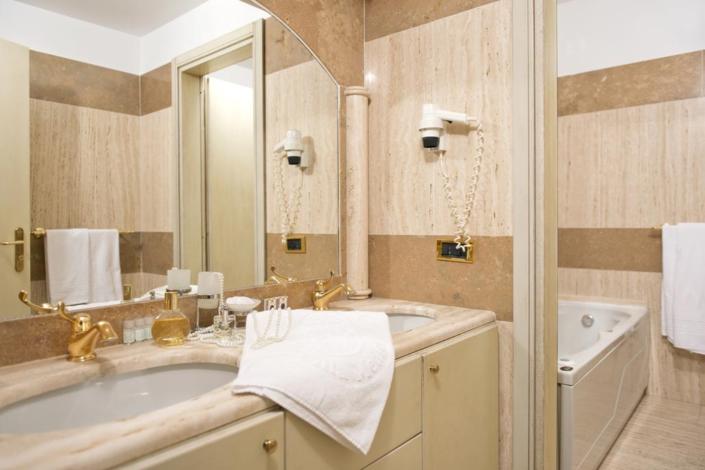 Dettaglio Bagno Camere Suite Hotel Villa Medici