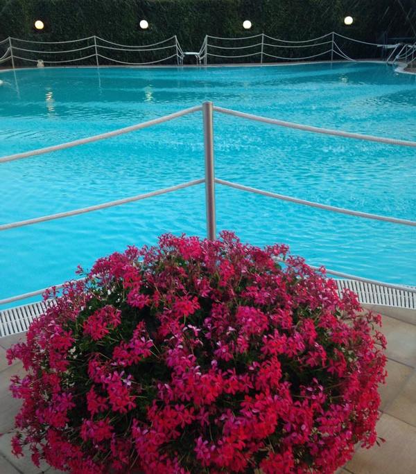 Dettaglio piscina esterna Hotel Villa Medici